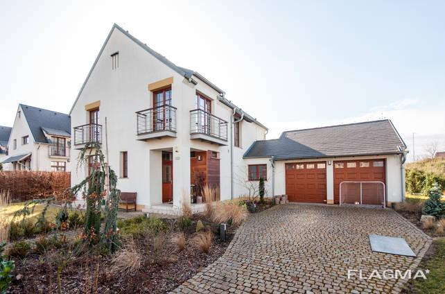 Продажа элитного дома с бассейном в Праге